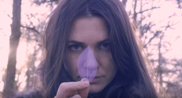 Josefin Ohrn + The Liberation - Sunny Afternoon vid cap